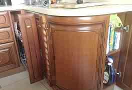 Кухонный гарнитур из массива черешни
