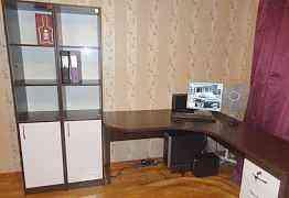 Офисная мебель (стол и пеналы под документы)