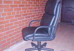 Кресло рабочее директорское б у