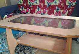Стекляный гостиный стол