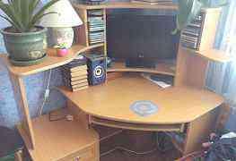 Стол компьютерный угловой и монитор