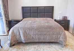 Двухспальная кровать массив с матрасом и покрывало
