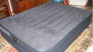 Надувная кровать двуспальная с встроенным насосом