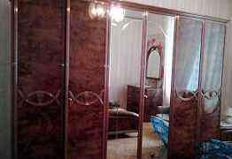 Кровать 180x200 и 2 тумбочки, шкаф, комод+ зеркало