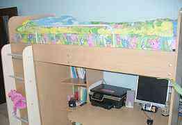 Детская кровать с компьютерным столом и шкафом