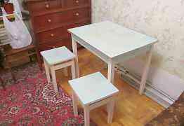 Стол обеденный с табуретами