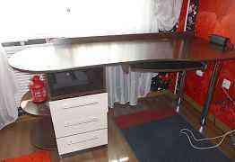 В отличном состоянии стол для работы