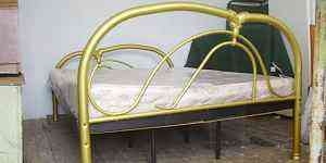 двухспальную кровать