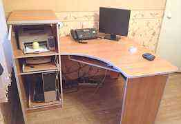 Компьютерный стол и два шкафчика
