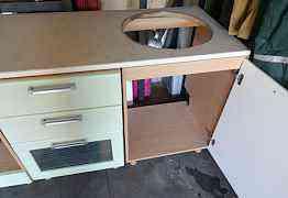 Кухонный гарнитур с варочной панелью и мойкой