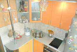 Кухонный гарнитур со встроенной бытовой техникой