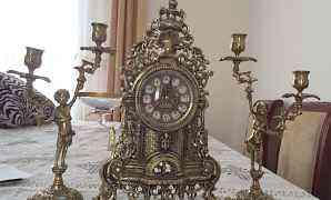 Часы с подсвечниками