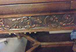 Винтажный резной дубовый стол и стулья