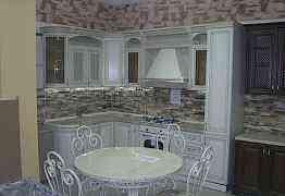 Кухни с фасадами из массива дуба