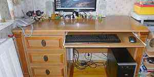 Шкафы (3 штуки) и стол